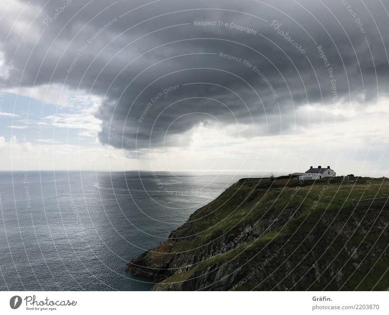 Irische See Natur Ferien & Urlaub & Reisen blau Sommer grün Landschaft Meer Erholung Einsamkeit dunkel schwarz Umwelt Küste grau Regen wandern