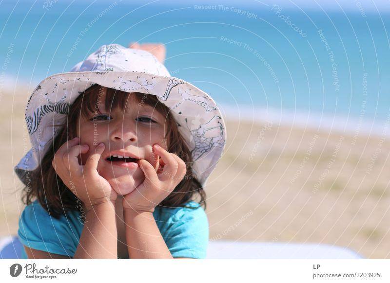 irgendwie gelangweilt Kind Mensch Meer Freude Strand Erwachsene Leben Lifestyle Hintergrundbild Senior Gefühle Familie & Verwandtschaft Glück Spielen Stimmung