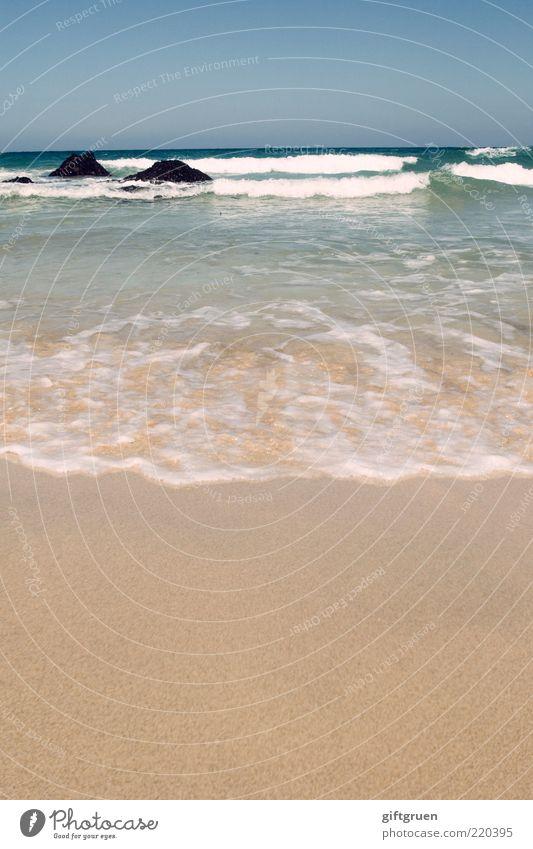der lauf der dinge Umwelt Natur Landschaft Urelemente Sand Wasser Himmel Schönes Wetter Wellen Küste Strand Meer Cornwall England Großbritannien Gezeiten Gischt