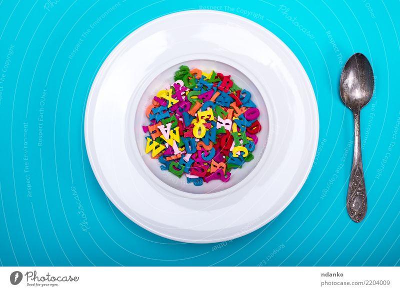 weißer runder Teller und Löffel Ernährung Design Dekoration & Verzierung Holz Essen oben blau gelb grün rosa rot Farbe Idee Kunst Alphabet Hintergrund kreisen