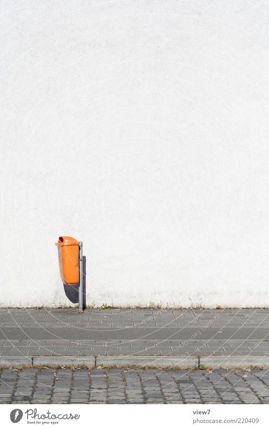 nur Müll Wand Stein Mauer Beton frei Fassade authentisch einfach Bürgersteig Kopfsteinpflaster Müllbehälter Bordsteinkante Licht Papierkorb Alltagsfotografie