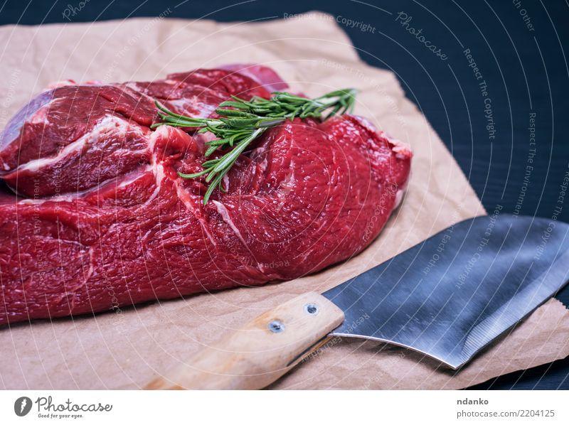rohes Rinderfilet grün rot schwarz Essen natürlich Holz Lebensmittel frisch Tisch Papier Kräuter & Gewürze Küche Fleisch Abendessen Messer Mahlzeit