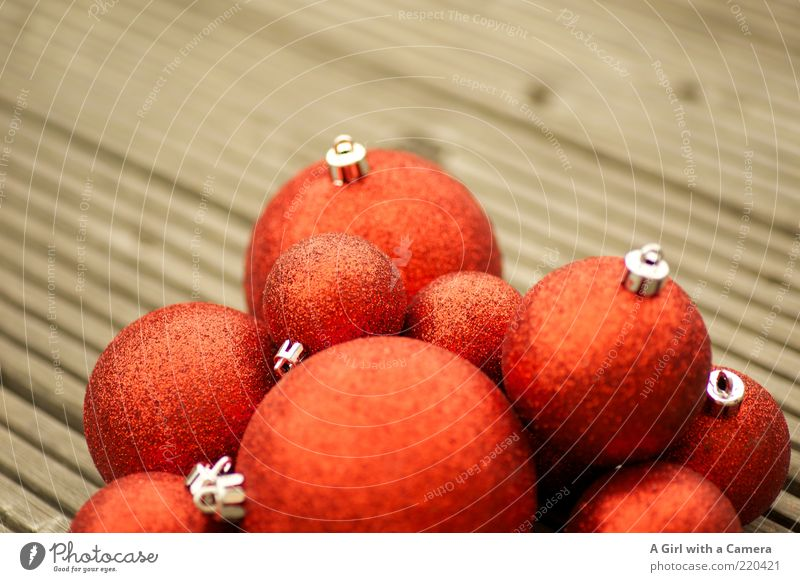 Es weinachtet .... irgendwann demnächst Weihnachten & Advent rot Winter Stil Feste & Feiern glänzend Design rund Dekoration & Verzierung Kugel Stillleben