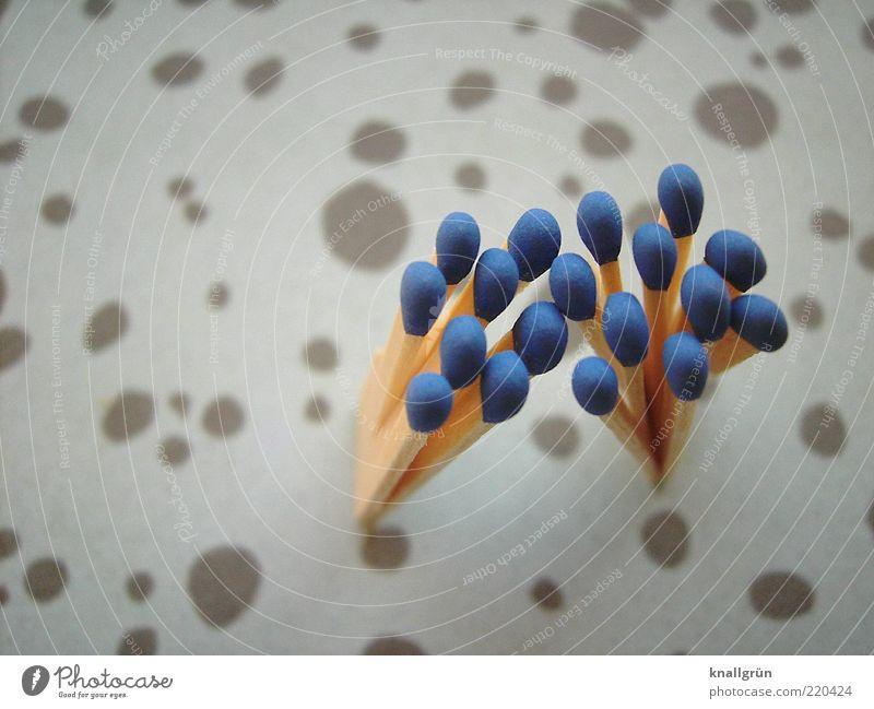 Blauhelme Streichholz blau Farbfoto Studioaufnahme Nahaufnahme Menschenleer Textfreiraum links Objektfotografie Vogelperspektive Tag