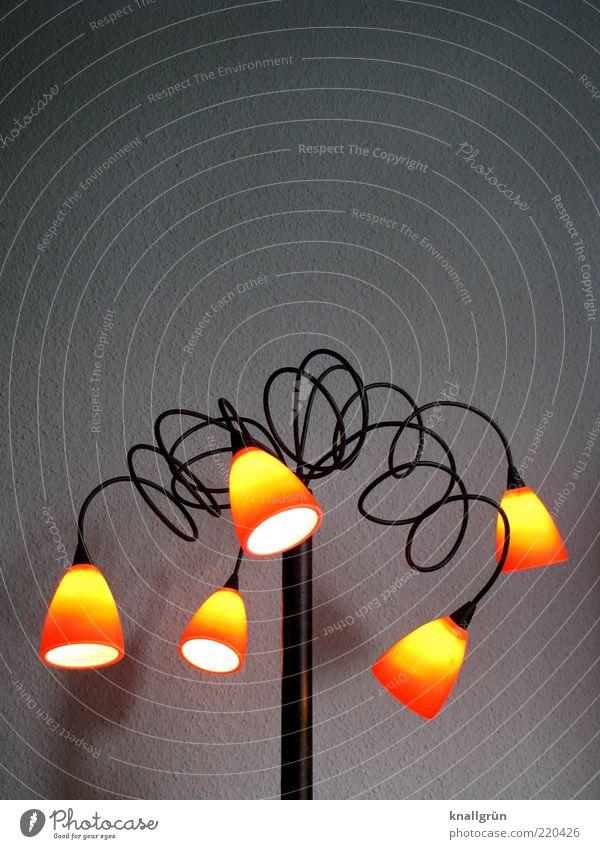 Zuhause Lampe leuchten hell grau Design Beleuchtung heimelig gemütlich Farbfoto Innenaufnahme Menschenleer Textfreiraum oben Hintergrund neutral Kunstlicht