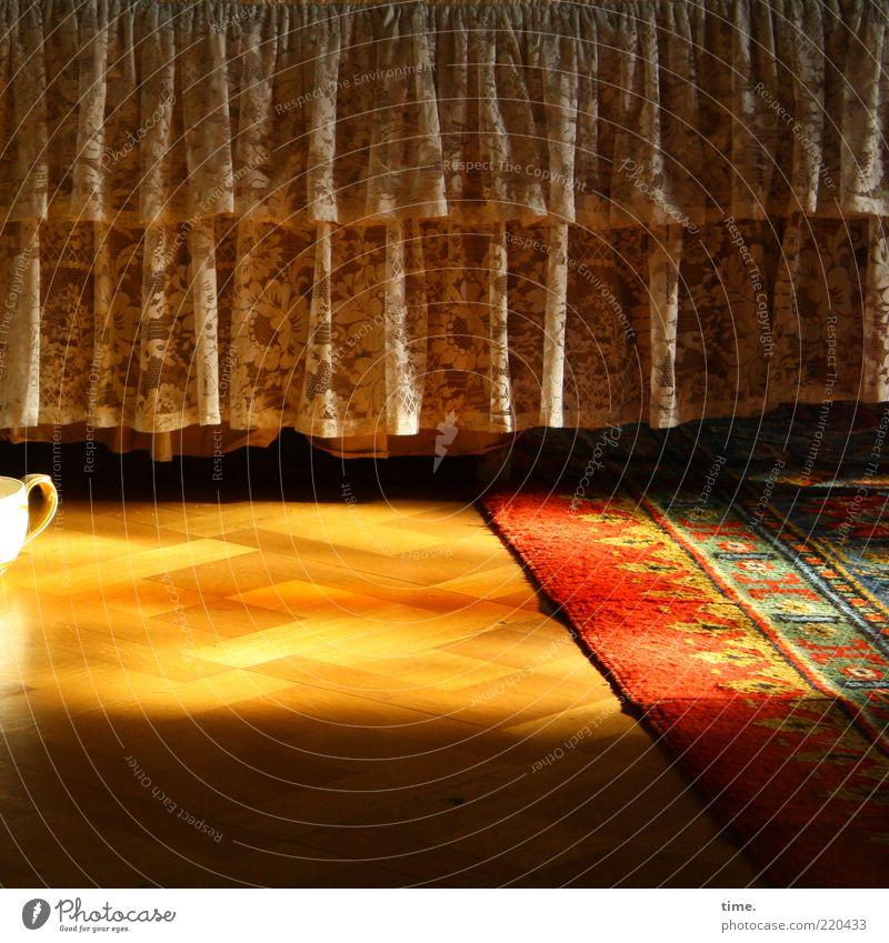 Senior Care alt Sonne glänzend Ecke Bett Bodenbelag Häusliches Leben Stoff Falte historisch Teppich Natur Bettwäsche Holzfußboden Faltenwurf Sanitäranlagen