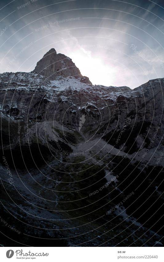 Selig ist der, welcher den Gipfel erklimmt. weiß blau Sommer Winter ruhig schwarz Einsamkeit Ferne dunkel Schnee Berge u. Gebirge Alpen Sehnsucht leuchten