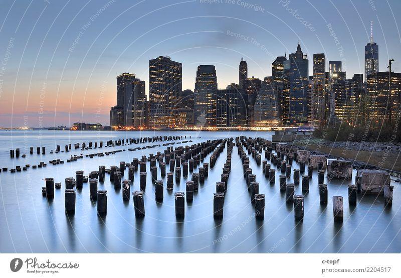 Manhattan Skyline from Brooklyn New York City Stars and Stripes Stadt Hauptstadt Stadtrand Menschenleer Hochhaus Bauwerk Gebäude Architektur