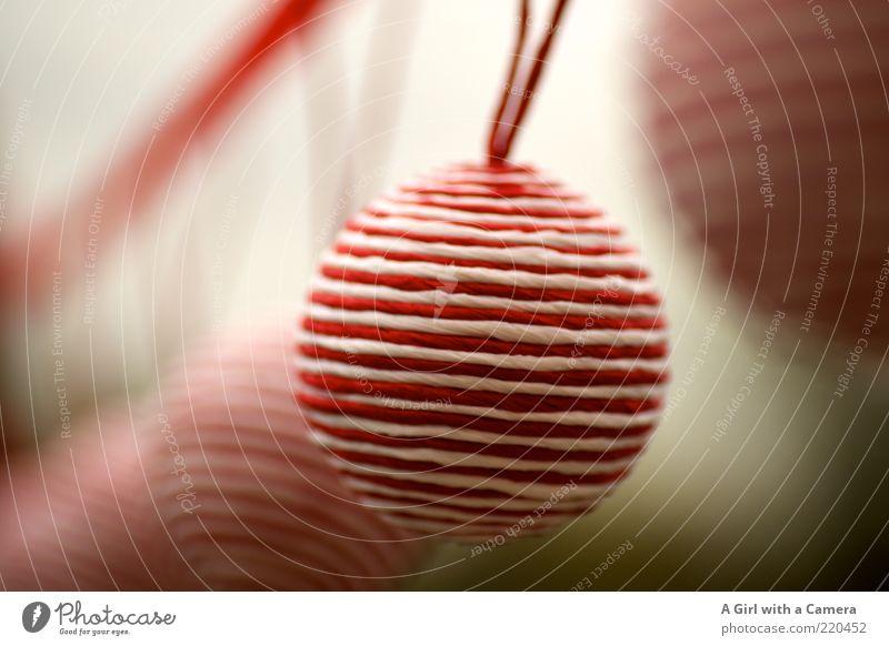 herumkugeln Weihnachten & Advent weiß rot Stil elegant Design modern Lifestyle Häusliches Leben rund Dekoration & Verzierung hängen trendy Christbaumkugel gestreift