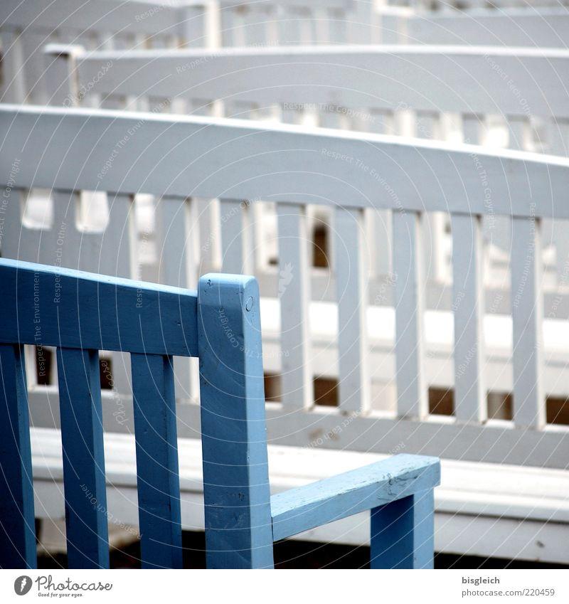 Das Ende der Saison XI weiß blau ruhig Einsamkeit kalt Holz Deutschland frei Europa Bank Vergänglichkeit viele Sitzgelegenheit Stuhllehne Mecklenburg-Vorpommern Saisonende