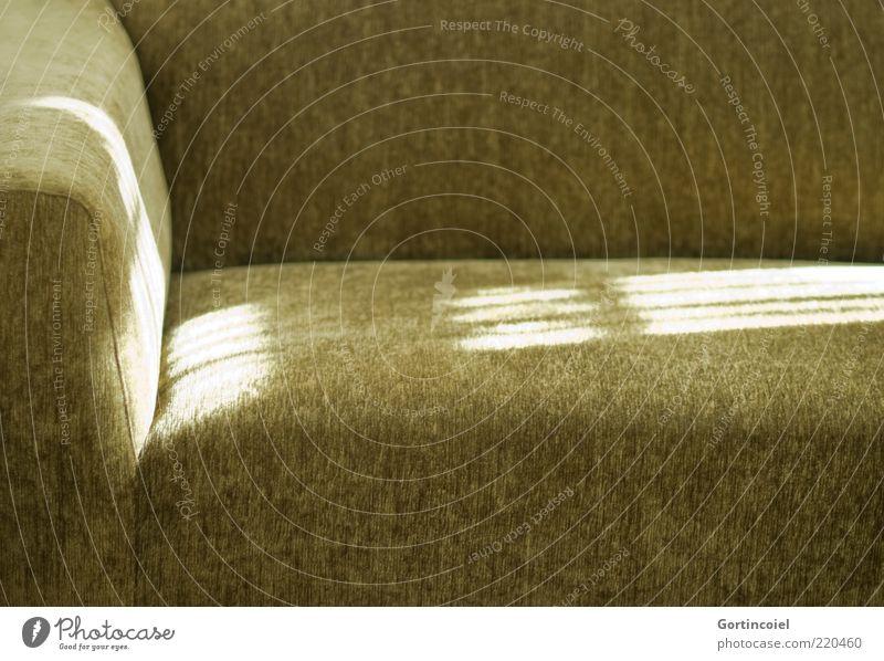 Couch Design Häusliches Leben Sofa Sessel grün gemütlich Stoff Sitzgelegenheit Erholung Farbfoto Innenaufnahme Textfreiraum unten Licht Sonnenlicht