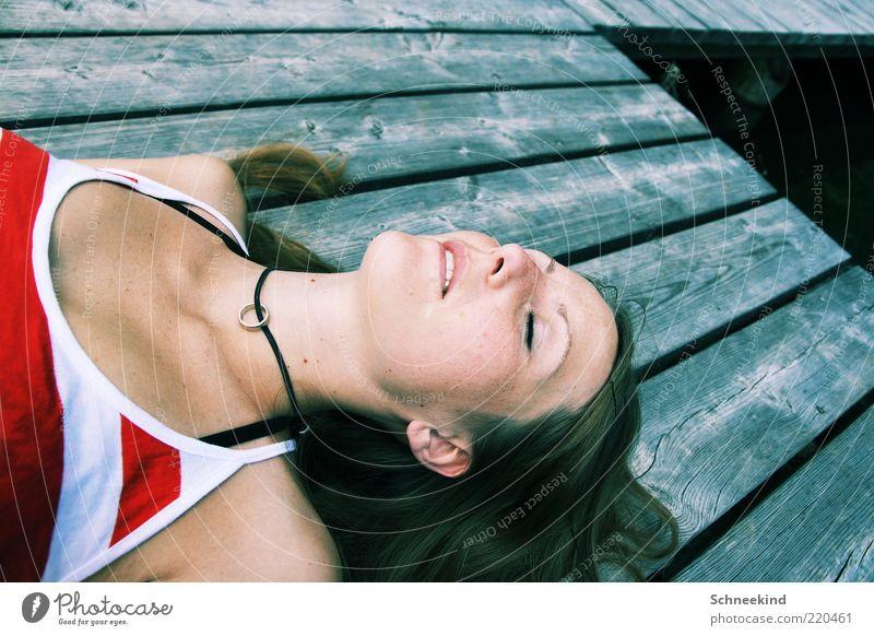 Dream Frau Mensch Jugendliche Sommer Gesicht Leben Erholung feminin Holz träumen Haare & Frisuren Kopf See Wärme Erwachsene schlafen