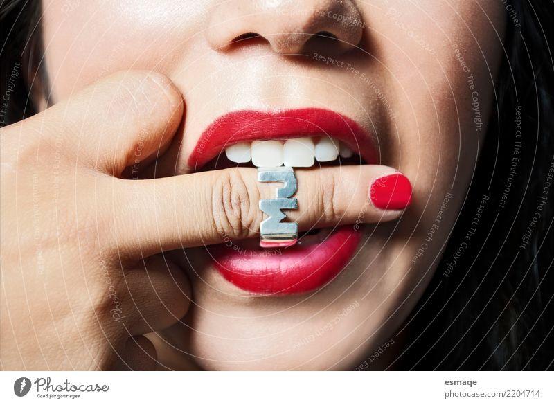 Lippen rot Lifestyle kaufen schön Maniküre Mensch feminin Junger Mann Jugendliche Frau Erwachsene Finger Erotik Hochmut dumm Studioaufnahme