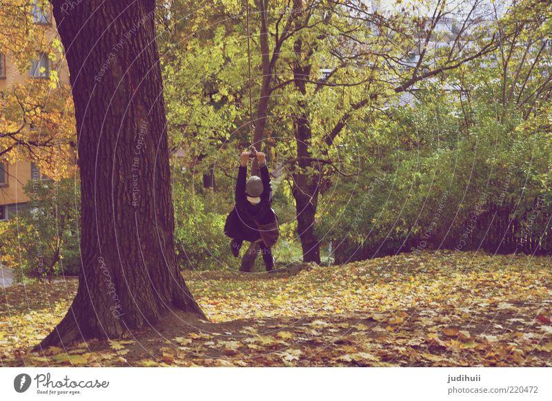 joylife Freude Glück Zufriedenheit Freiheit Bewegung Seil Junge Frau Jugendliche Kindheit 1 Mensch 18-30 Jahre Erwachsene Natur Herbst Baum Blatt Baumstamm Park