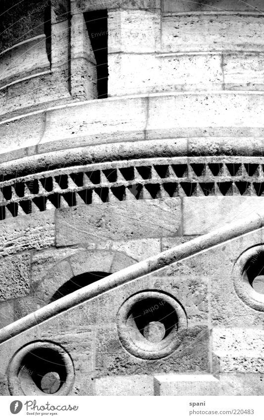 Treppauf... Menschenleer Mauer Wand Treppe seriös Schwarzweißfoto Außenaufnahme Starke Tiefenschärfe Fassade Architektur Detailaufnahme Bildausschnitt Anschnitt