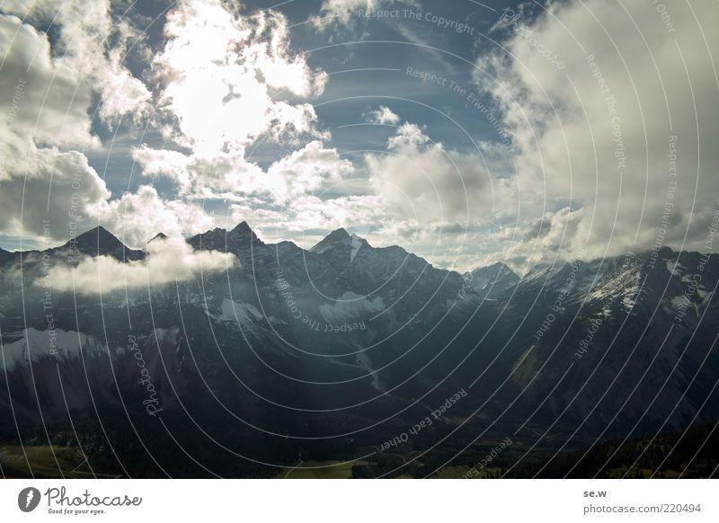 Bergblick ..... | Karwendel [6] Himmel weiß blau Sommer ruhig schwarz Wolken Einsamkeit Berge u. Gebirge Alpen Gipfel leuchten Schönes Wetter Fernweh Bayern Wolkenhimmel
