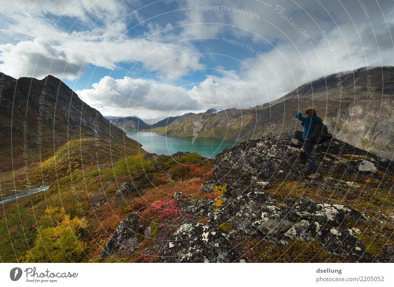 See in den Bergen im Herbst von einer Frau entdeckt Ferien & Urlaub & Reisen Ausflug Abenteuer Ferne Freiheit Sommer Sommerurlaub Berge u. Gebirge wandern