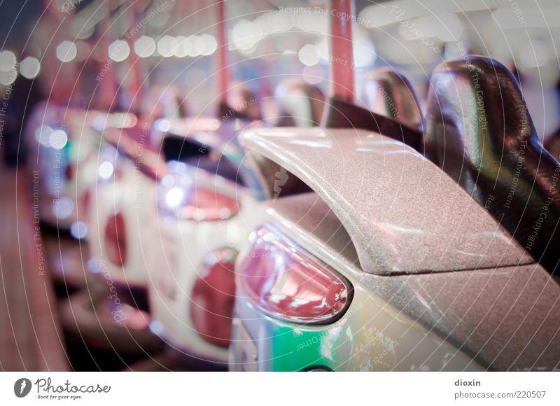 Mitreisegelegenheit Beleuchtung glänzend Freizeit & Hobby Jahrmarkt Beruf Lack Fahrzeugteile Lichterkette Unschärfe Vergnügungspark Rücklicht Fahrgeschäfte Auto-Skooter Schausteller nebeneinander