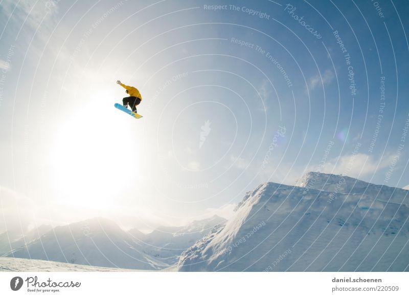 dauert nicht mehr lange !! Mensch Ferien & Urlaub & Reisen Jugendliche blau Winter 18-30 Jahre Berge u. Gebirge Erwachsene Gefühle Schnee Freiheit fliegen Stimmung springen maskulin Tourismus