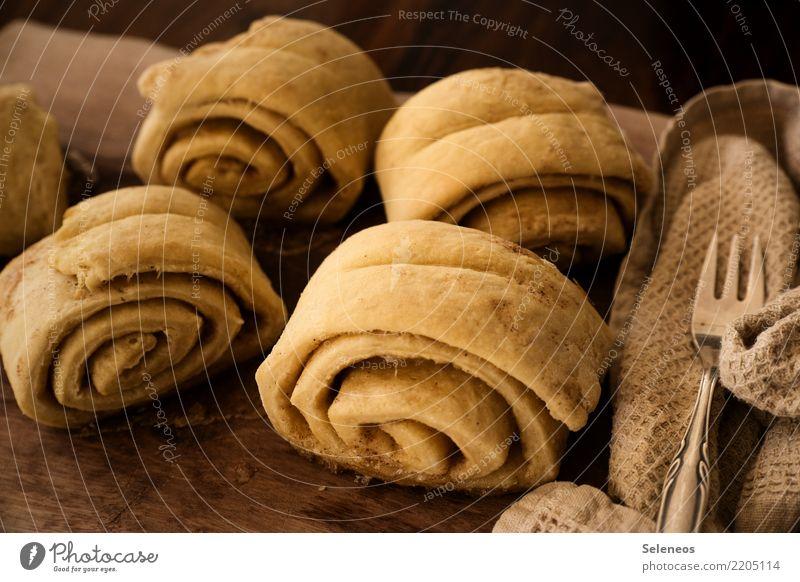 Zimt und Zucker Lebensmittel Getreide Teigwaren Backwaren Dessert Süßwaren Zimtschnecke Franzbrötchen Ernährung Essen Kaffeetrinken Picknick Bioprodukte