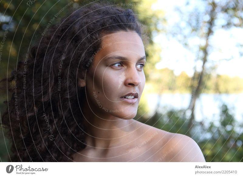 ... und Fauna schön Haare & Frisuren Leben Wohlgefühl Junge Frau Jugendliche Gesicht 18-30 Jahre Erwachsene Landschaft Schönes Wetter Baum Seeufer brünett