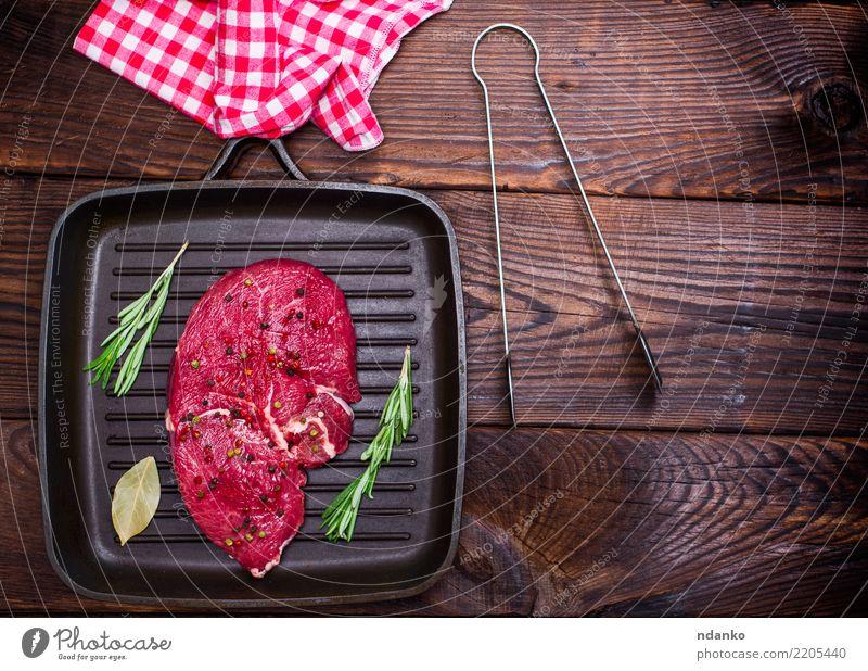 rohes Rindersteak Lebensmittel Fleisch Kräuter & Gewürze Abendessen Pfanne Tisch Küche Holz Essen frisch oben braun rot schwarz Hintergrund Barbecue Rindfleisch