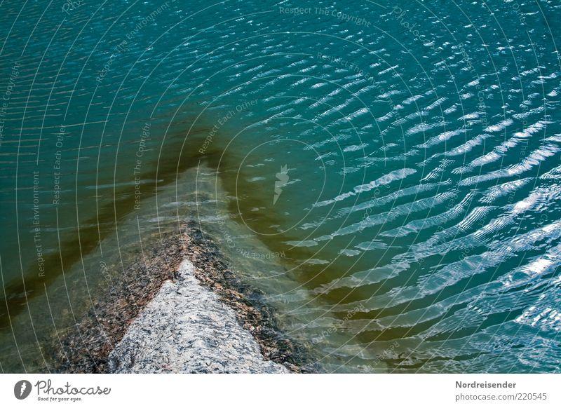 Einschnitt Natur Wasser blau Leben kalt Umwelt Stein Wellen ästhetisch Urelemente rein Zeichen Seeufer Teilung harmonisch Oberfläche