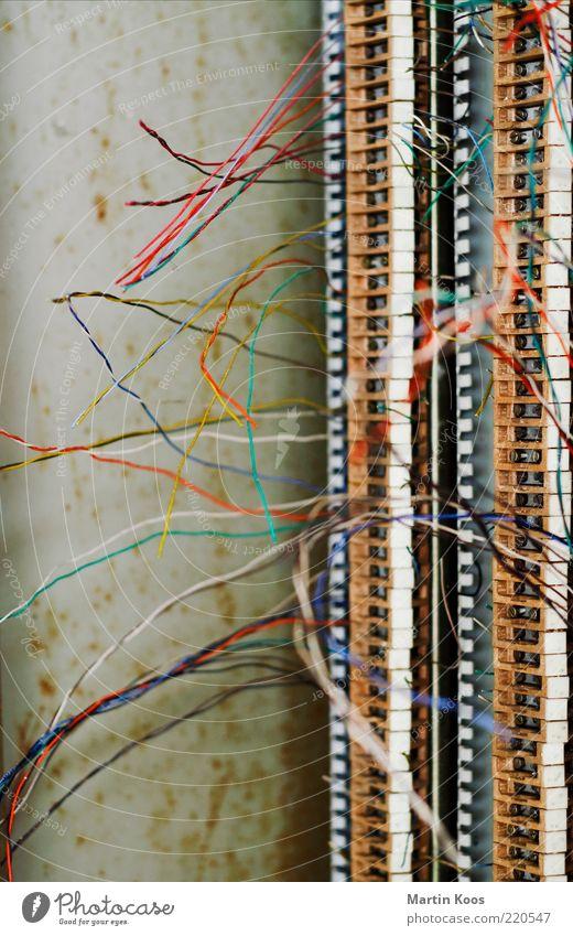 Dem Inschenör ist nichts zu schwör alt Arbeit & Erwerbstätigkeit Elektrizität kaputt Telefon Kabel Technik & Technologie Telekommunikation Handy hören