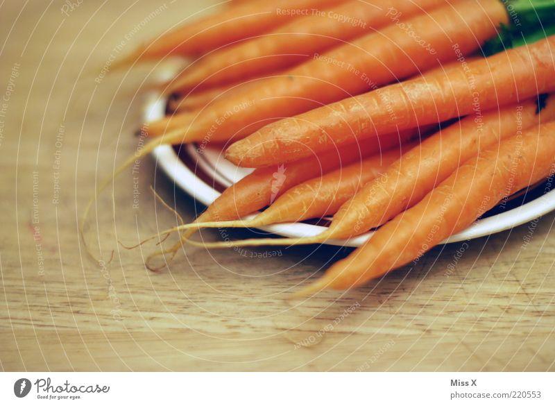 Möhre Ernährung Gesundheit Lebensmittel frisch liegen Gemüse lecker viele Teller Diät Stapel Bioprodukte Wurzel Wurzelgemüse knackig