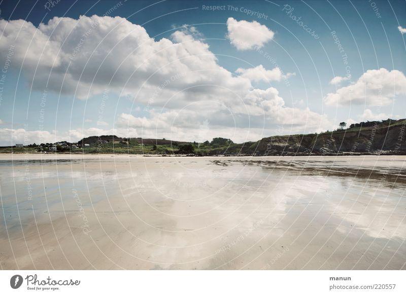 la plage Ferne Sommer Sommerurlaub Ebbe Natur Landschaft Urelemente Sand Wasser Himmel Hügel Küste Strand Bucht Meer fantastisch Originalität wild einzigartig