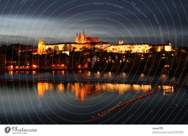 Prag bei Nacht Stadt ruhig Haus dunkel Kirche Fluss leuchten Skyline Bauwerk Dom Vorsicht Hauptstadt Sehenswürdigkeit Altstadt Gefühle