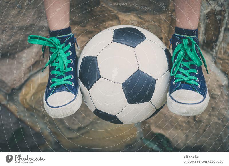 Kind Mensch Natur Mann Sommer Erholung Freude Erwachsene Lifestyle Bewegung Sport Gras Junge klein Glück Spielen