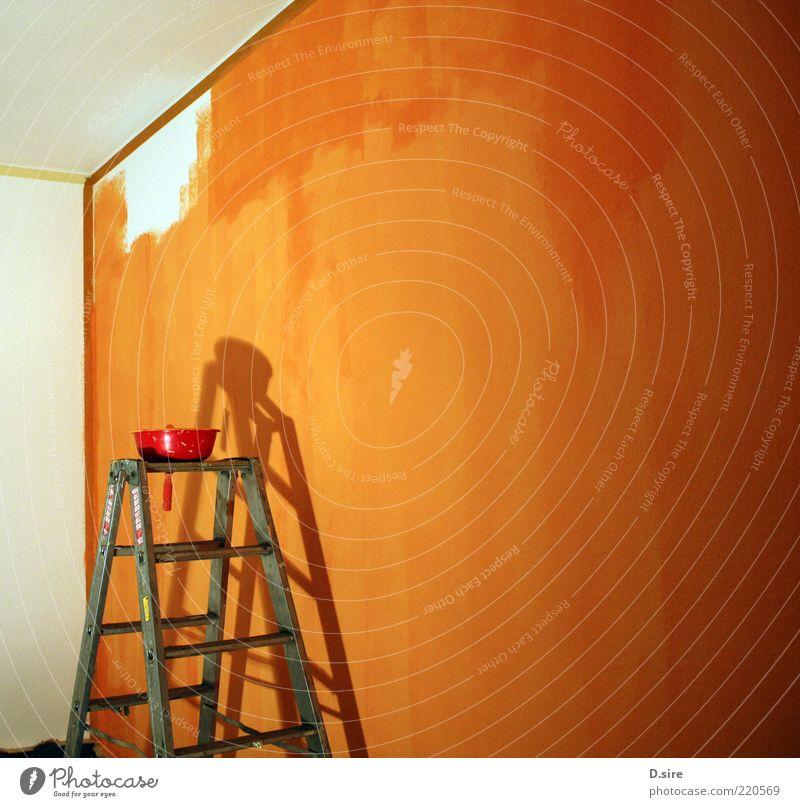 Schwerstarbeit weiß rot gelb Arbeit & Erwerbstätigkeit Wand Mauer hell Raum orange Wohnung Design Lifestyle Baustelle Beruf streichen Umzug (Wohnungswechsel)