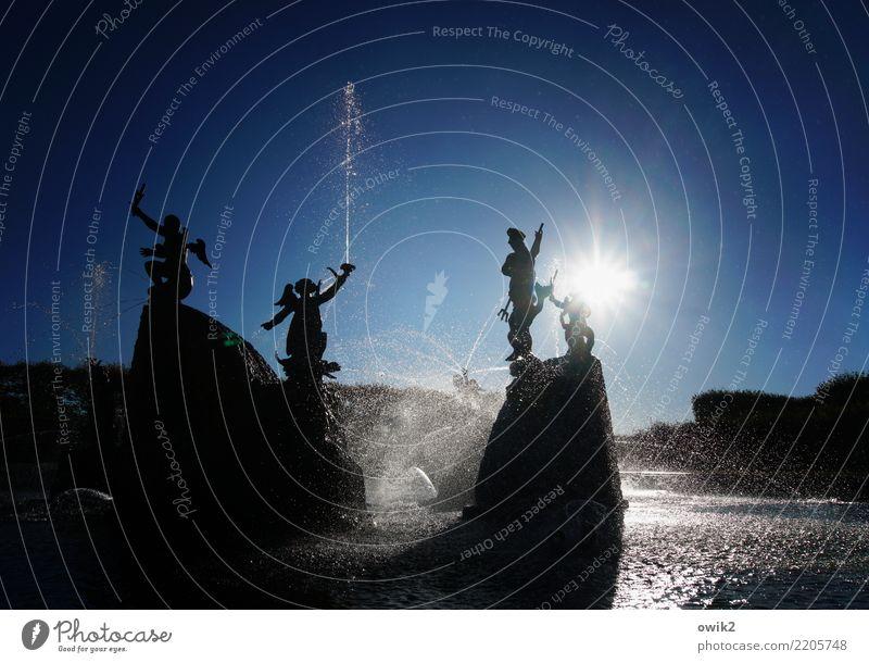 Herrschaftliches Planschbecken Kunst Kunstwerk Skulptur Springbrunnen Wasserspiele Fontäne Umwelt Natur Urelemente Wolkenloser Himmel Schönes Wetter Park
