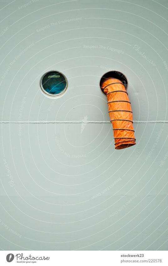 Die Kunst des Entpannens Lüftung Bullauge Schlauch Spirale Schweißnaht Glas Metall Kunststoff frech lustig beweglich bizarr Farbfoto Außenaufnahme Menschenleer