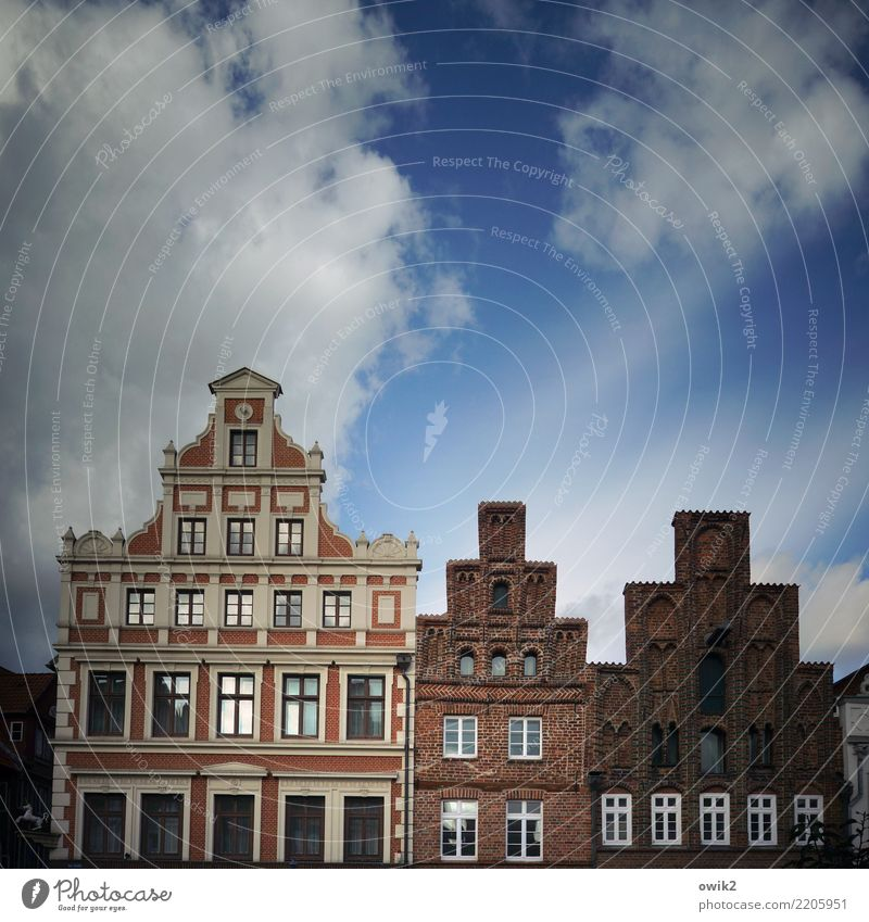 Hierarchie Himmel Wolken Lüneburg Stadt Stadtzentrum Altstadt Skyline bevölkert Haus Marktplatz Bauwerk Gebäude Mauer Wand Fassade Fenster Sehenswürdigkeit