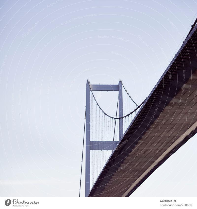 Brücke Bauwerk Sehenswürdigkeit groß Europa Asien Türkei Istanbul Bosporus Farbfoto Außenaufnahme Textfreiraum links Tag Freisteller Vor hellem Hintergrund