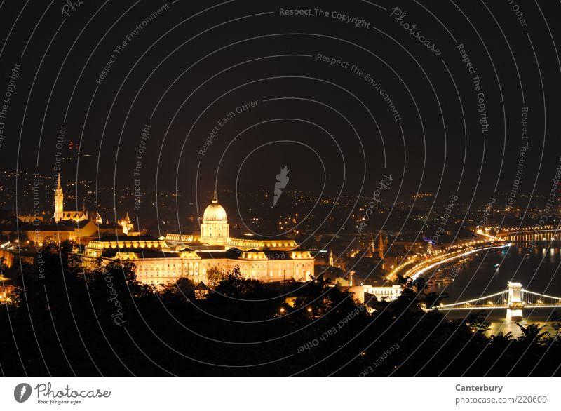 Golden Nighttown Stadt Ferien & Urlaub & Reisen schwarz Beleuchtung gold Brücke ästhetisch Fluss Nachthimmel Burg oder Schloss leuchten Skyline historisch