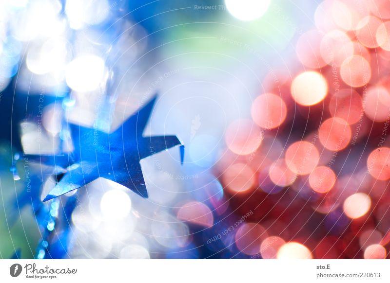 alle jahre wieder Weihnachten & Advent blau rot Feste & Feiern Stern (Symbol) Hoffnung Dekoration & Verzierung Kitsch Silvester u. Neujahr Christbaumkugel Erwartung Vorfreude Weihnachtsdekoration Unschärfe Weihnachtsstern
