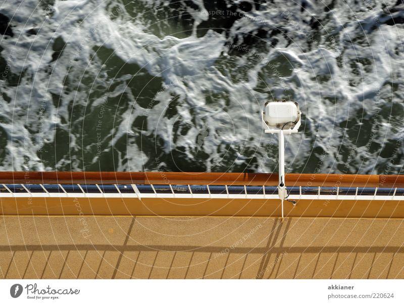 Unterdeck Natur Meer Lampe Wasserfahrzeug Wellen Umwelt nass Schifffahrt Ostsee Geländer Scheinwerfer Bildausschnitt Fähre Gischt Schiffsdeck Reling