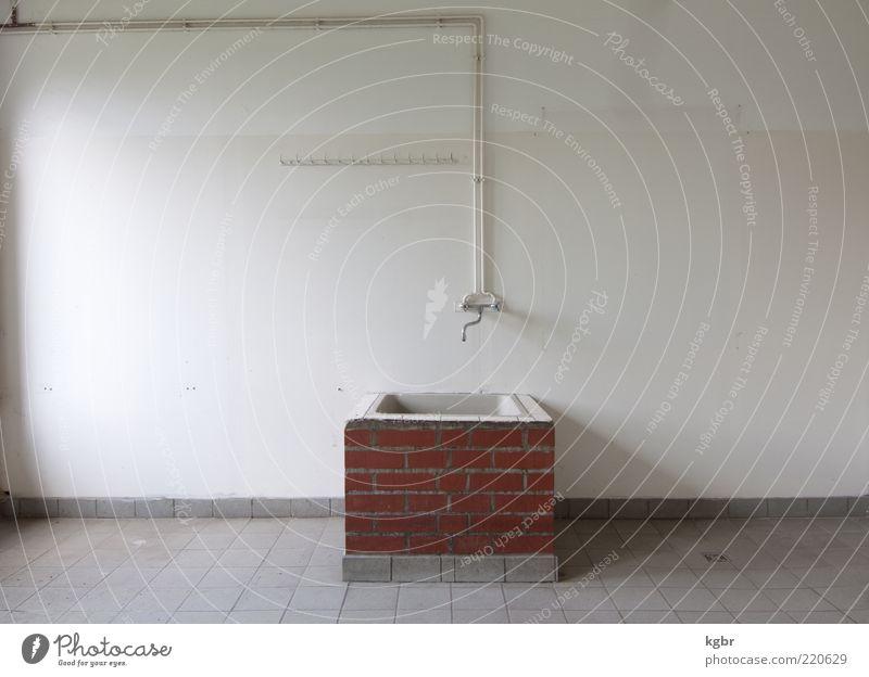 spülsamkeit alt rot Wand grau Stein Mauer Raum Küche authentisch einfach Gastronomie Innenarchitektur Fliesen u. Kacheln Backstein Wasserhahn Küchenspüle