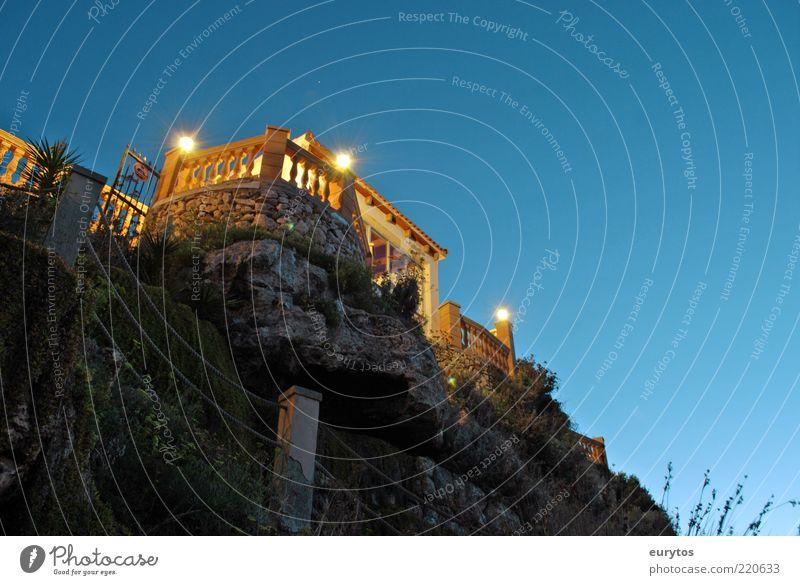 Mallorcas schöne Seite Lifestyle Ferne Freiheit Sommer Sommerurlaub Insel Traumhaus Garten Landschaft Wolkenloser Himmel Küste Haus Bauwerk Gebäude Architektur