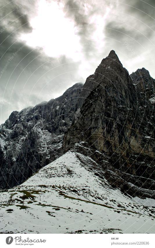 Weg nach Mordor weiß Wolken Winter Einsamkeit schwarz dunkel Schnee Berge u. Gebirge grau Wege & Pfade Felsen bedrohlich Urelemente Alpen Sehnsucht fantastisch