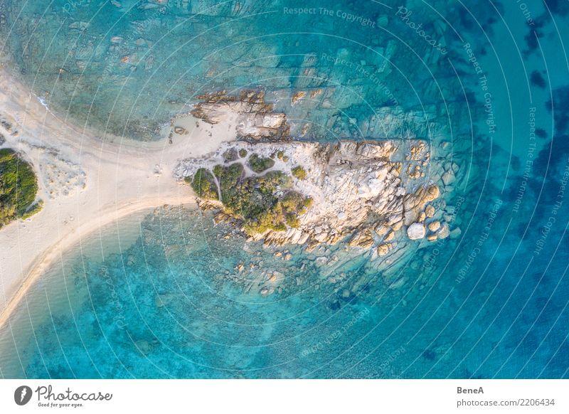 Halbinsel mit Felsen und Strand in türkisblauem Meer von oben Natur Ferien & Urlaub & Reisen Sommer Wasser Sonne Erholung Ferne Küste Tourismus Freiheit