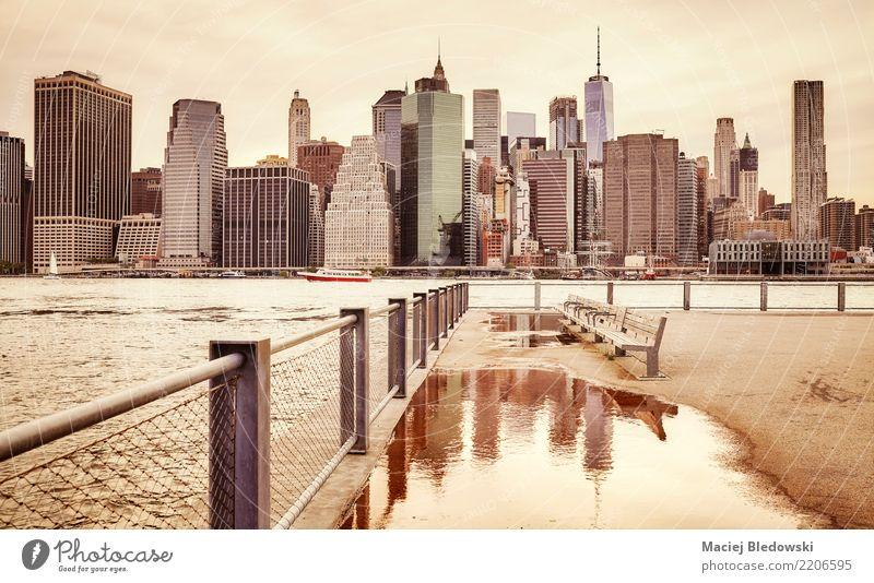 Retro getönten Manhattan Skyline. Stadt Stadtzentrum Hochhaus Gebäude Sehenswürdigkeit Wahrzeichen retro Traurigkeit Inspiration Nostalgie New York City