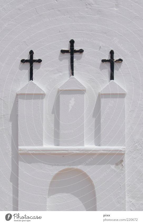 die heiligen drei weiß Sommer ruhig Stein hell Religion & Glaube Metall Architektur Fassade Hoffnung Kirche authentisch Vergänglichkeit Zeichen Kreuz