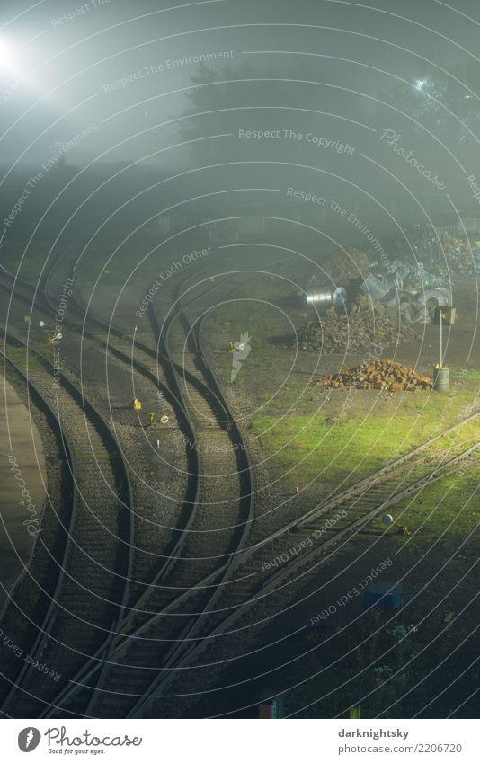 Schwere Industrie bei Nacht und Nebel Eisenbahner Arbeitsplatz Technik & Technologie Stahlwerk Landschaft Herbst Gras Industrielandschaft Industriefotografie