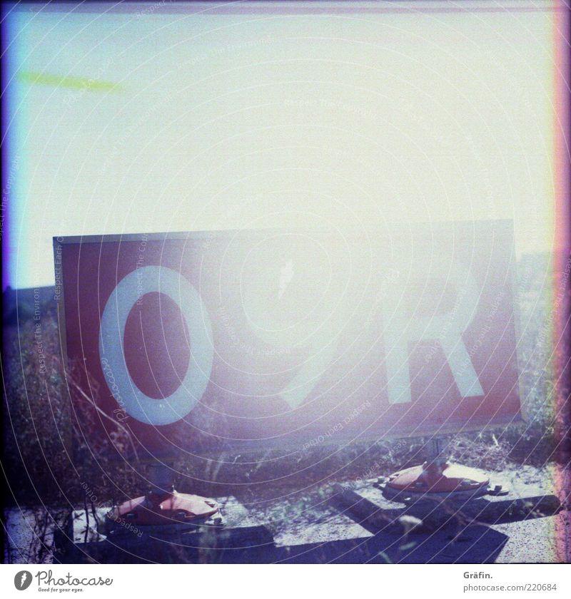 09R Sonne rot Gras hell Beton Schilder & Markierungen Ziffern & Zahlen Buchstaben analog leuchten Flughafen Landebahn Überbelichtung Lichtstrahl Infrastruktur