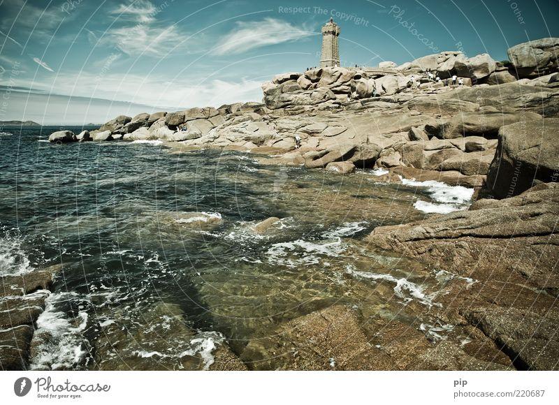 turmflut Natur Urelemente Wasser Himmel Wolken Sommer Schönes Wetter Felsen Wellen Küste Bucht Riff Meer Turm Leuchtturm Sehenswürdigkeit Stein Ferne