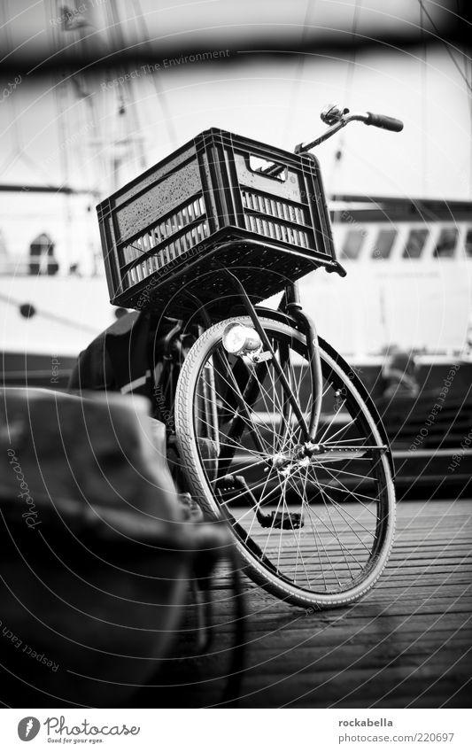 mal wieder nach amsterdam fahrn. Ferien & Urlaub & Reisen Gefühle Fahrrad Freizeit & Hobby nass Ausflug ästhetisch Hafen Fahrzeug Korb Niederlande
